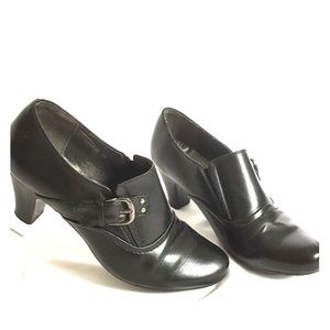 Pierre Dumas  Sz 10 Black Leather Buckle Heels